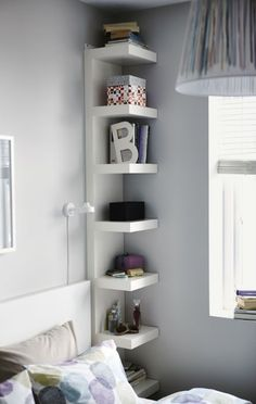 Bedroom Storage Ideas - small bedroom design ideas and home staging tips for small rooms Maximize Small Space, Small Space Solutions, Create Space, Wall Shelf Unit, Narrow Shelves, Floating Shelves, Shallow Shelves, Small Bookshelf, Floating Wall