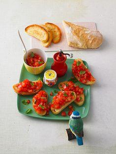 Vegetarische Bruschetta mit Tomaten und Knoblauch