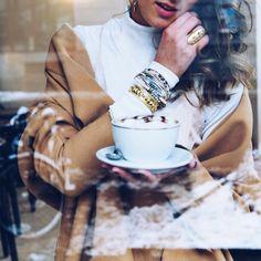 It's coffee o'clock ☕️ #blog #blogger #blogger_de #blogger_ch #swissmade #swissblog #swissfashionblog #swissfashionblogger #ootd #swissfashion #miaandthemouse #lifestyle #lifestyleblogger #lifestyleblog #modeblog #modeblogger #fashionblog_ch #ootd #shooting #itscoffeeoclock #coffee @barbarabrutschin @zoa_handmade_bracelets @steinkult