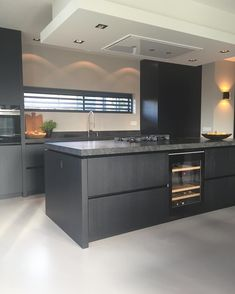 Kitchen Decor Ideas Apartment is entirely important for your home. Whether you pick the Kitchen Shelf Decor Ideas or Kitchen Decor Ideas Apartment, you will create the best Kitchen Wall Decor Ideas for your own life. Black Kitchens, Home Kitchens, Kitchen Interior, Kitchen Decor, Kitchen Walls, Kitchen Cabinets, Cocinas Kitchen, Cuisines Design, Küchen Design