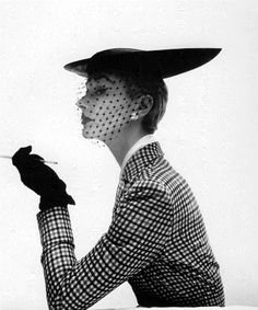 vintage-fashionista: Lisa Fonssagrives Vogue February 1950 Photo by Irving Penn