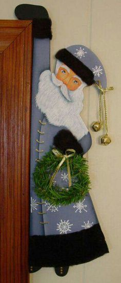 Okay, this is one of my absolute favorites and anyone that comes into my house feels the same way. He's hanging along the side of the door frame.Decorarea colturilor usilor si dulapurilor in ton cu spiritul Craciunului Christmas Wood Crafts, Christmas Projects, Holiday Crafts, Holiday Decor, Santa Crafts, Christmas Scents, Christmas Mom, All Things Christmas, Christmas Tree Decorations