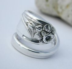 Silver Spoon Ring Daffodil 1950 spring by CaliforniaSpoonRings Silver Jewelry, Silver Rings, Silverware Jewelry, Spoon Rings, Unusual Jewelry, Silver Spoons, Jewerly, Glass Beads, Rings For Men