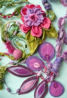 bijoux textile...love the colors...