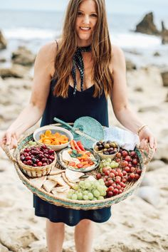 Mediterranean Inspired Summer Beach Picnic! - This post is filled with food, setup and romantic picnic ideas for two or with your friends! We've got food and recipes for a hummus entertaining board, American Garlic Lamb Pita pockets, Quinoa Lemon Salad and tons of prosecco! Super easy setup for any picnic date!