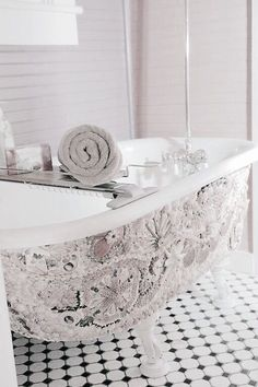 Sea scape with shells claw foot tub Interior Architecture, Interior Design, Dream Bath, Barbie Dream House, Relaxing Bath, Bathroom Colors, French Country Decorating, Home Hacks, Coastal Living