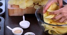 She Cuts 10 Potatoes Into Slices And Grabs Her Muffin Tin. The Result? I'm Making This For Our Next Party! Newsner give you the news that truly matters to you! Her Cut, Cupcakes, Recipies, Food And Drink, Bacon, Snacks, Vegetables, How To Make, Make Envelopes