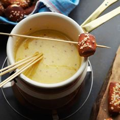 Pot Cheese Fondue Beer Cheese Fondue…just made it for new years and it tasted JUST like Melting Pot!Beer Cheese Fondue…just made it for new years and it tasted JUST like Melting Pot! Best Fondue Recipe, Best Cheese Fondue, Fondue Recipes, Cooking Recipes, Fondue Ideas, Dairy Recipes, Kabob Recipes, Pot Recipe, Copycat Recipes