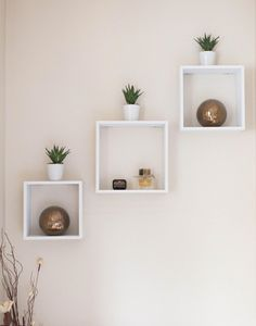 Want to change your floating shelf decor? Changing the decor requires ideas. Here, we have collected some floating shelf ideas just for you Home Design, Interior Design, Design Ideas, Design Art, Cube Wall Shelf, Wall Cubes, Cube Shelves, Shelves For Wall, Wooden Wall Shelves