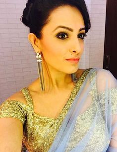Anita Hassanandani gorgeous blouse designs can make any saree look royal and elegant. Time to steal some unique blouse designs from Anita Hassanandani's Blouse Back Neck Designs, Best Blouse Designs, Sari Blouse Designs, Blouse Styles, Blouse Neck, Saree Styles, Blouse Patterns, Saree Jacket Designs Latest, Latest Saree Blouse