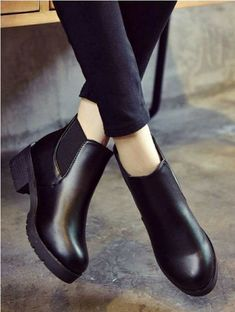 Bags and shoes combinations – Just Trendy Girls Sock Shoes, Shoe Boots, Shoes Sandals, Ankle Boots, Shoes Sneakers, Shoe Bag, Pretty Shoes, Beautiful Shoes, Cute Shoes
