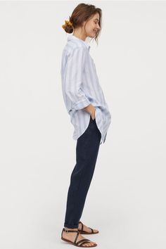 Linen joggers with a regular waist. People Cutout, Cut Out People, Render People, Pose Reference Photo, Body Poses, Fashion Company, Everyday Outfits, World Of Fashion, Lady
