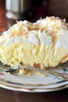 Pie recipes 573997914981160923 - Old-Fashioned Coconut Cream Pie Recipe. This is a tried-and-true, old-fashioned coconut cream pie. Took many years of searching and baking to find the right one and this is it! Source by lilyvelly Just Desserts, Dessert Recipes, Coconut Desserts, Coconut Recipes, Italian Desserts, Baking Desserts, Snacks Recipes, Lemon Desserts, Dessert Food