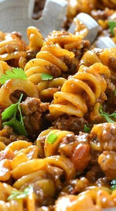 One-Pot Cheesy Taco Pasta. Add can of green chilis and fire roasted tomatoes and use brown rice pasta. Casserole Recipes, Meat Recipes, Mexican Food Recipes, Cooking Recipes, Healthy Recipes, Taco Casserole, Pasta Bake Recipes, Recipies, Pate A Tacos