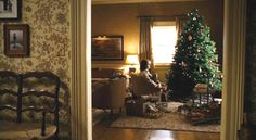 Family Stone, my all time fave movie house. Lot of wallpaper! English Cottage Style, English House, Christmas Interiors, Christmas Home, Christmas Movies, Holiday Movies, New England Style, New England Homes, Romantic Homes