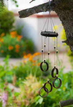 Créer un jardin du vent : idées et astuces : Quoi de plus enchanteur que le spectacle de végétaux ondoyant au gré du vent ? Si vous aimez les paysages qui s'animent à la moindre brise, vous pouvez créer un jardin du vent. Il suffit de quelques plantes et accessoires judicieusement choisis pour donner du mouvement à votre jardin…
