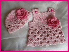 Romantische Rosen-Baby-Kleid + passenden Hut von Knits for Kids auf DaWanda.com