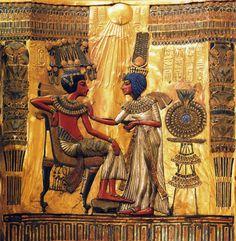 Escultura en relieve. Relieve realizado en madera y posteriormente recubierta de pan de oro, Trono del Faraon Tutankhamon. La elijo porque es una pieza muy antigua y de una gran belleza que ha podido conservarse hasta nuestros dias con todo su esplendor sin nigun tipo de deterioro en su forma y detalle