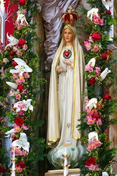 Our Lady of Fatima Mother Mary Images, Images Of Mary, Pictures Of Christ, Jesus Christ Images, Lady Of Lourdes, Lady Of Fatima, Blessed Mother Mary, Blessed Virgin Mary, Catholic Art