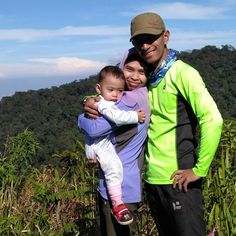 Doa kami selalu menyertaimu.... #gunungindonesia #id_pendaki #nusantara #climbing #mountain #instanusantara #instasunda #travellingindonesia #photo_storia #fotonesia #mybest_indonesia #indomountain #indtravel #IndonesiaMountainSpecialist #tropicalwildernees #childrenofmountains #getoutside #mahamerubandung #microadventure #microadventureimosa #microadventurebdg #familyadventures