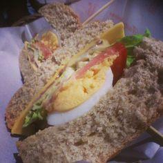 早午餐新發現 新奇咖啡 蠻好吃的 麵包加飲料 85$ 繼續征服 gogo!