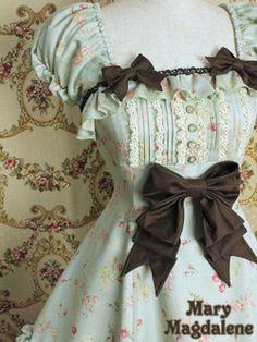 lolita dress . <3