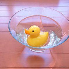 bath sound duck is our new item .this toy has functions which given by customers .  このバスサウンドダックも新商品です。水に入れると鳴き出すおもちゃですが、音量調節、機能オフ等、お客様のご意見を取り入れた機能を搭載しました。