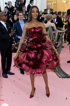 The Best-Dressed Celebrities at 2019 Met Gala Gala Dresses, Nice Dresses, Lady Gaga Costume, Sheer Black Shirt, Valentino Gowns, Emerald Dresses, Met Gala Red Carpet, Red Carpet Looks, Black Carpet