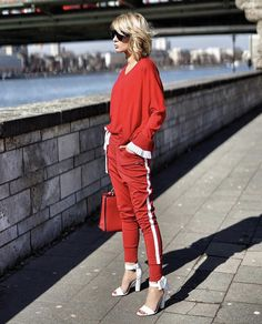 I love seeing Gitta Banko's outfits. After all, many of them aren't obvious and that makes them great inspirations. We're in the mid-season, so I got five tips that can make us more stylish.