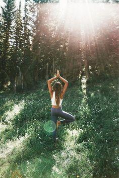 \\ Pinterest @sageypotpie // Meditation Pictures, Yoga Pictures, Fitness Pictures, Yoga Photos, Yoga Images, Workout Pictures, Air Yoga, Yoga En Plein Air, Sanftes Yoga