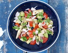This avocado, artichoke and tomato salad is It's ready in just a few minutes, it's healthy, light & tasty - so it's perfect for a lazy Summer lunch!