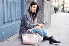 Auricolari Sudio Sweden, earphones, design, pink baby, quartz, cappotto animalier, coat, chains boots, ripped jeans, mommy,  ootd, look, moda Inverno 2016, fashion, trend chic - outfit fashion blogger Heels Allure by Marianna Farese