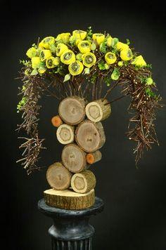 В Valentine Flower Arrangements, Modern Floral Arrangements, Creative Flower Arrangements, Flower Arrangement Designs, Flower Designs, Dried Flowers, Paper Flowers, Tree Branch Decor, Diy Garden Decor