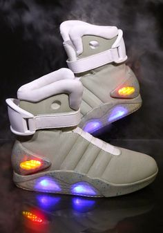 rogeriodemetrio.com: Official BACK TO THE FUTURE II Light Up Shoes