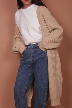 P I N T E R E S T ✖️ jordynisabellag Casual, mom jeans, long cardigan - Colette - 80s Fashion, Look Fashion, Korean Fashion, Fashion Outfits, Fashion Trends, Fashion Vintage, Trendy Fashion, Fashion Mode, Hipster Fashion