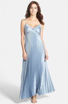 Belle Lingerie, Purple Lingerie, Pretty Lingerie, Beautiful Lingerie, Fashion Tights, Fashion Outfits, Gothic Fashion, Lingerie Violette, Vintage Nightgown