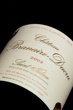 Château Branaire Ducru, 4ème Grand Cru Classé est issu d'une division des terres du Château Beychevelle qui lui fait face.  Fleuron méconnu du Médoc, ce vin de qualité exemplaire se distingue de son célèbre voisin, le Château Beychevelle, par son originalité : la dégustation révèle immanquablement, sous les fruits rouges et les tannins élégants, une pointe d'épices et un arôme chocolaté rares dans l'appellation.