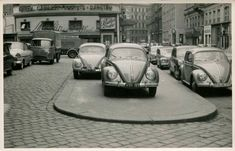 "Nice vintage photo showing oval Volkswagen beetles in front of ""Moulin Rouge"" in the city center of Vienna. Vw Vintage, Wal, Vintage Pictures, Vienna, Old Photos, Porsche, Volkswagen Beetles, Vw Bugs, History"