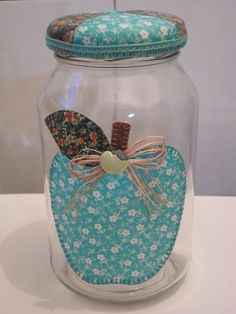Repurpose of a jar decoración accesorios поделки, пластиковые контейнеры и Jar Crafts, Bottle Crafts, Diy And Crafts, Arts And Crafts, Mason Jar Gifts, Mason Jars, Shabby, Bottle Painting, Patch Quilt
