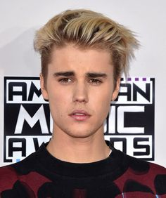 Justin Bieber Hairstyle - Slicked Back Hair Blonde Dye, Men Blonde Hair, Platinum Blonde Hair, Men Hair Color, Brown Hair Colors, Undercut Hairstyles, Curled Hairstyles, Peinado Justin Bieber, Slicked Back Hair