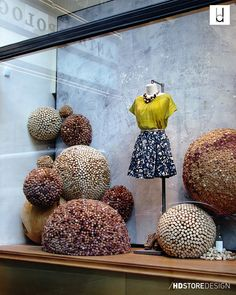 Anthro Spring 2011 - Balls of cork Window Display Retail, Window Display Design, Visual Merchandising Displays, Visual Display, Anthropologie Display, Clothing Displays, Wine Cork Crafts, Wine Decor, Store Displays