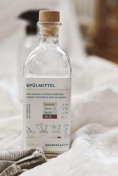 8 Zero Waste Putzmittel aus 5 Zutaten - Less Waste im Haushalt Cleaning Hacks, Vodka Bottle, Zero, Blog, Soap, Drinks, Diy, Laundry Detergent, Cleaning Agent