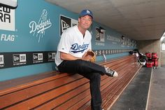 Mathew Perry relaxes in the Dodgers dugout before throwing out the first pitch