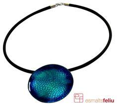 Cobalt pendant, handmade with copper & fire enamels. Price: 40€ | 54.70$ Penjoll coure cobalt, fet a mà amb esmalts al foc. Preu: 40€ Cobalt, Chokers, Copper, Enamel, Jewels, Pendant, Handmade, Vitreous Enamel, Hand Made