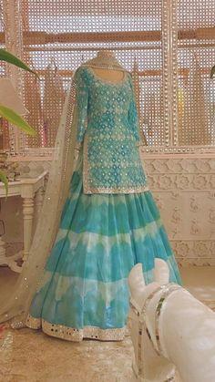 Pakistani Dresses Casual, Indian Fashion Dresses, Indian Bridal Outfits, Indian Gowns Dresses, Dress Indian Style, Pakistani Dress Design, Indian Designer Outfits, Casual Gowns, Lehenga Designs
