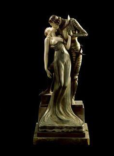 Ernst Seger (Polonia, 1868 - Alemania, 1939) - Amantes, c. 1920. Bronce, marfil y ónice. 40 cm de altura (Museo Art Nouveau y Art Déco Casa Lis - Salamanca, España). Fotografía: Imagen M.A.S.
