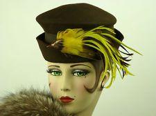 VINTAGE HAT 1940s BROWN FELT TILT TOPPER w FAUX YELLOW BIRD EXCELLENT, STUNNING!