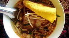 クイッティアオ スコータイ  絶妙な甘みと酸味、スライスされたインゲン豆のシャキシャキ感、砕かれたピーナッツの香ばしさ、豚肉、柑橘などなどがお米の麺と絡みあいなんとも言えない美味しさです。 *スープ有りと無しがある。