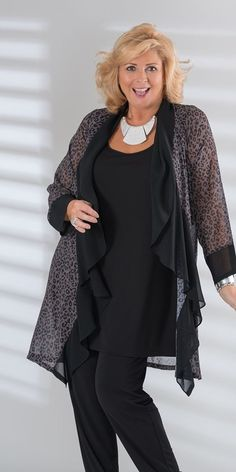 Kasbah black/taupe voile leopard waterfall jacket 40 Modest Casual Style Looks Every Girl Should Have – Kasbah black/taupe voile leopard waterfall jacket Source Mature Fashion, Fashion Over 50, Curvy Fashion, Vetements Clothing, Big Size Fashion, Fashion Outfits, Womens Fashion, Fashion Trends, Moda Plus Size