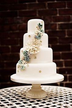 Flamenco teal and gold wedding cake (Pita send me this it's beautiful!! I'm in love!)